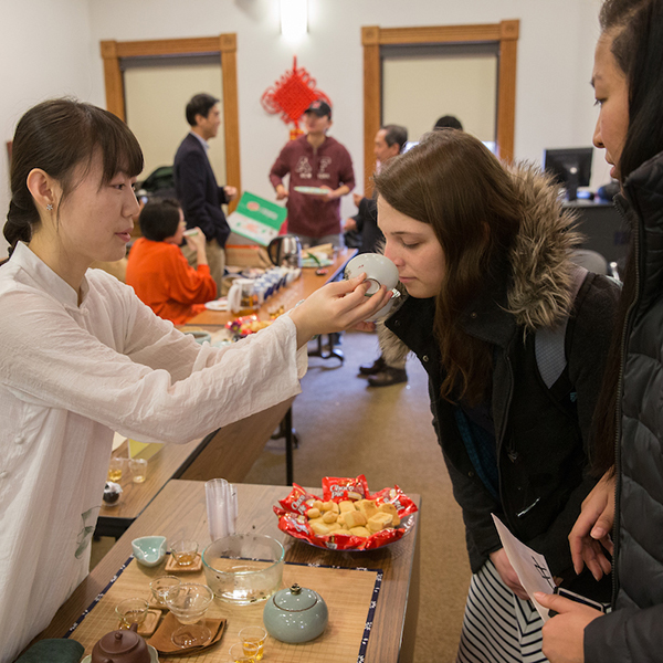 Students sample different types of tea at the Confucius Institute