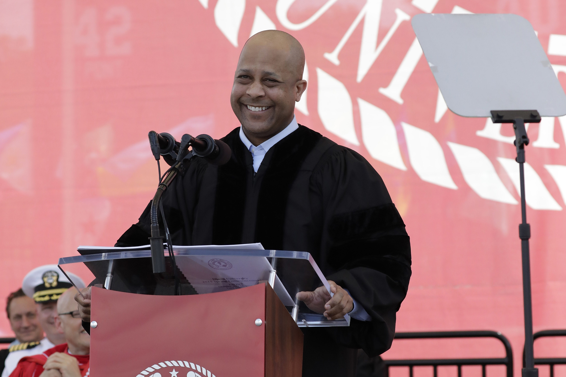 Jeff Pegues speaking at commencement smiling at the crowd