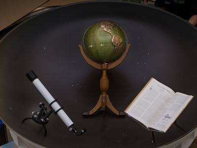 globe in seal bowl