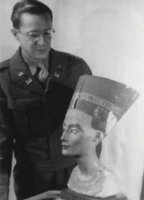 Walter Farmer with Nefertiti bust