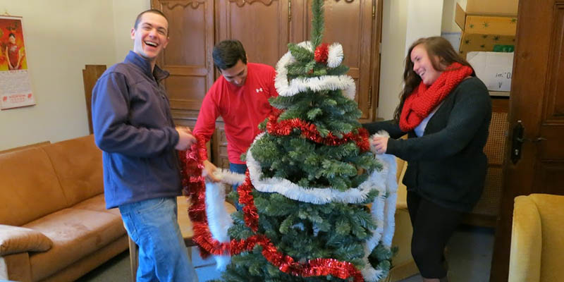 Students decorate a Christmas tree