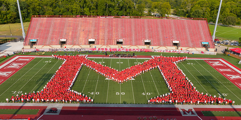 The Class of 2021 create the Miami M during Welcome Weekend activities.