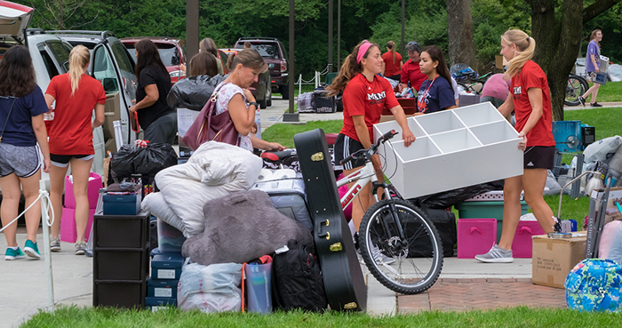 Volunteers of Miami staff and varsity athletes assist the incoming class to move into the residence halls.
