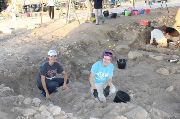 Miami Students excavating