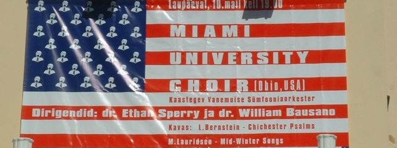 A banner welcoming the Miami University Choir to Russia.