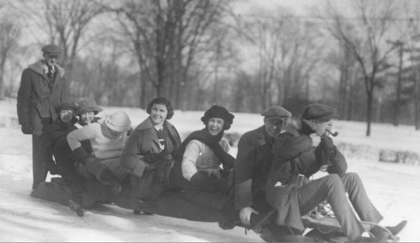 Miami students and faculty aboard a sleigh, 1922