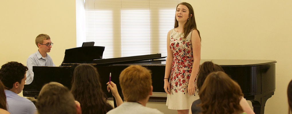 An accompanist and voice student perform for the class