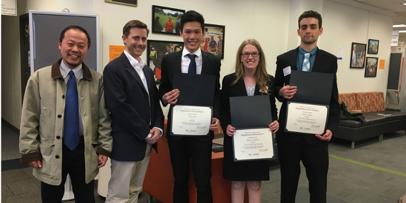 Economic students receive certificate for honors paper